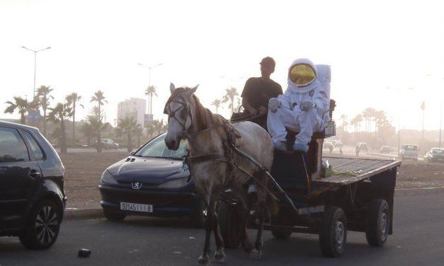 Vous voulez en savoir plus sur le cosmonaute qui se balade à Casablanca, suivez #HaHouaJay !