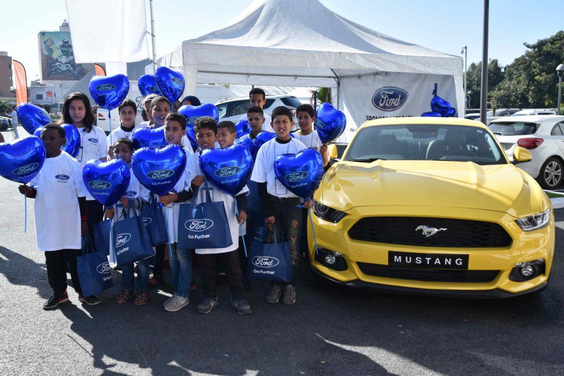 Enfants de la Fondation Heure Joyeuse au Stand de Ford