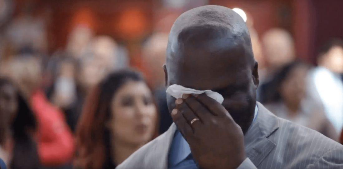 Réaction d'un papa face à la surprise de ses enfants