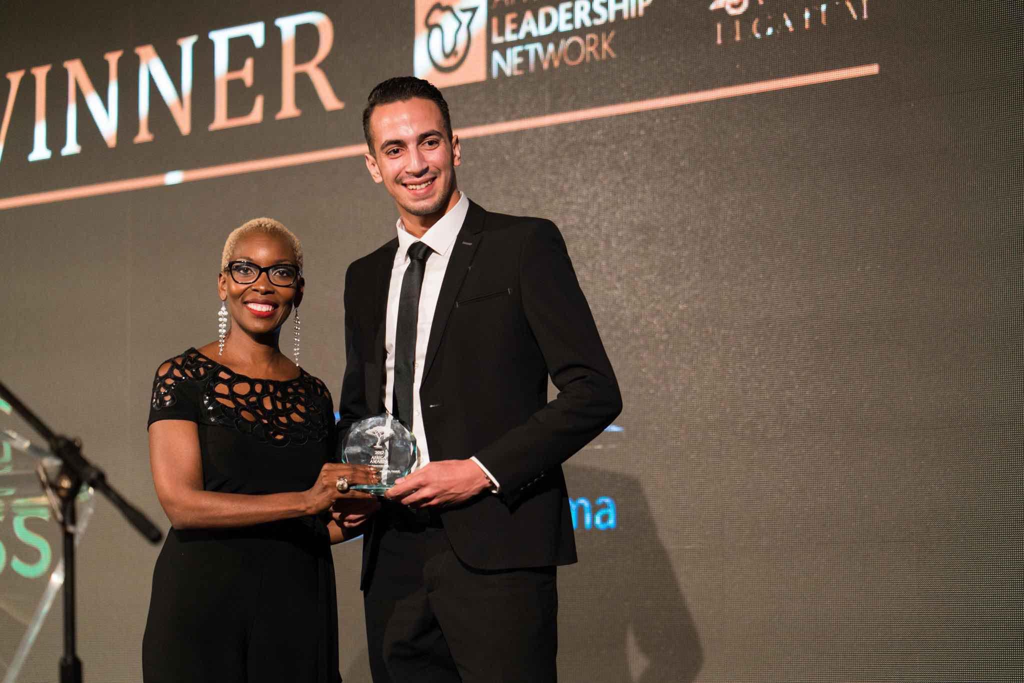 """Issam Darui décroche le prix du """"Jeune entrepreneur africain exceptionnel"""" lors de l'African Awards for Entrepreneurship"""