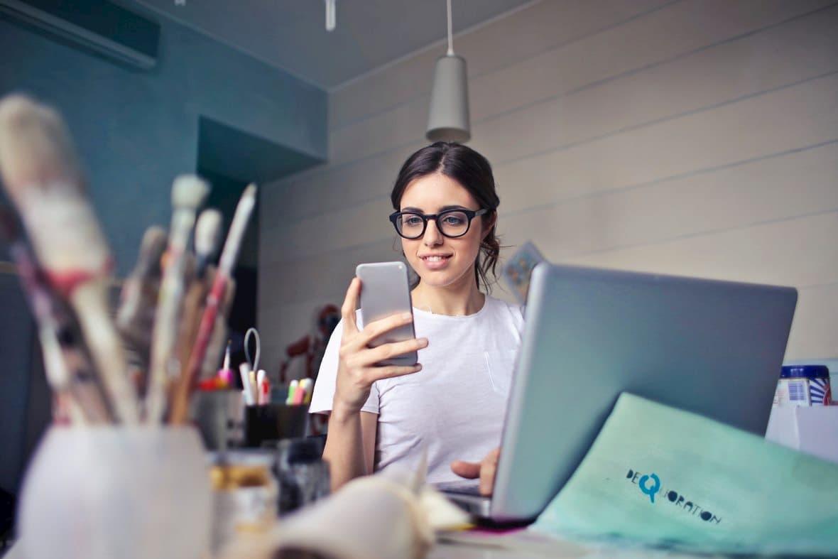 marketing-smartphone-office